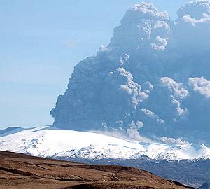 Eyjafjallajokull volcano plume 2010