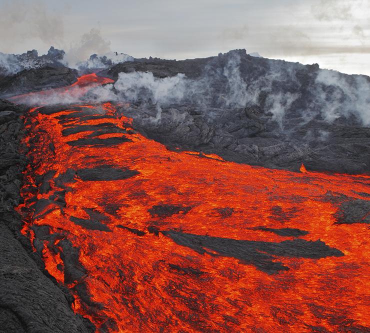 iStock_the-eruption-lava-kamchatka-volcano-gm