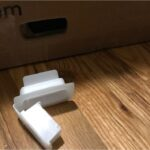 4-white-clips-in-the-bottom-hold-the-complete-box-togethe