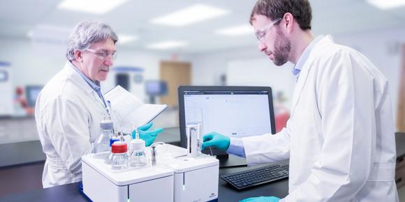 MicroCal-PEAQ-ITC-scientists-580x